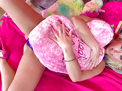 Anikka Albrite stripped off down in her juvenile style pink bedroom!