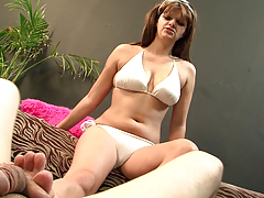 Brunette girl getting a foot fetish in bed and do a facefucking