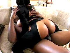 Round ass ebony goes wild
