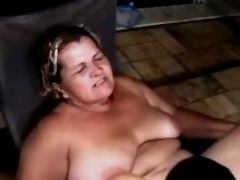 Guy licks juicy pussy of fat granny