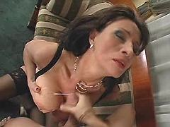 Mature gets cumshot on great tits