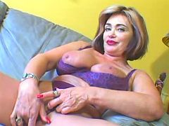 Respectable mature woman showing her wet cunt