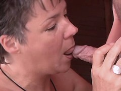 Aged mom gets pussylicking n fucks