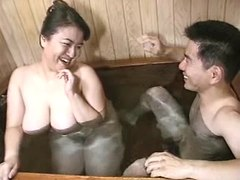 Asian BBW sucks in bath