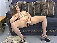 Plump lady plays dildo