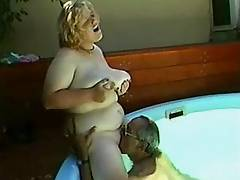 Plump lady sexin outdoor