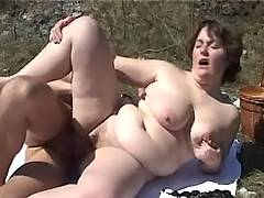 Tubby woman fucks in nature