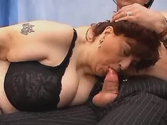 Kinky mature woman sucks hard dick