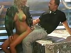 Titty blonde do oral