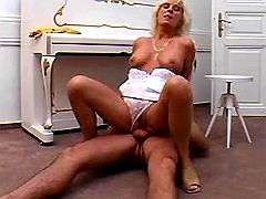 Aged whore fucks on floor